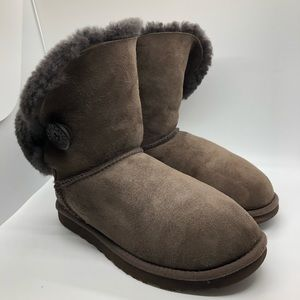 UGG brown boots size 6 original